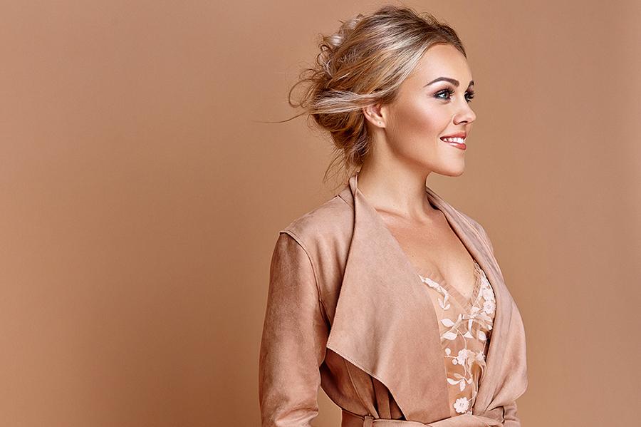 Alyosha примерила платье, достойное гардероба принцессы