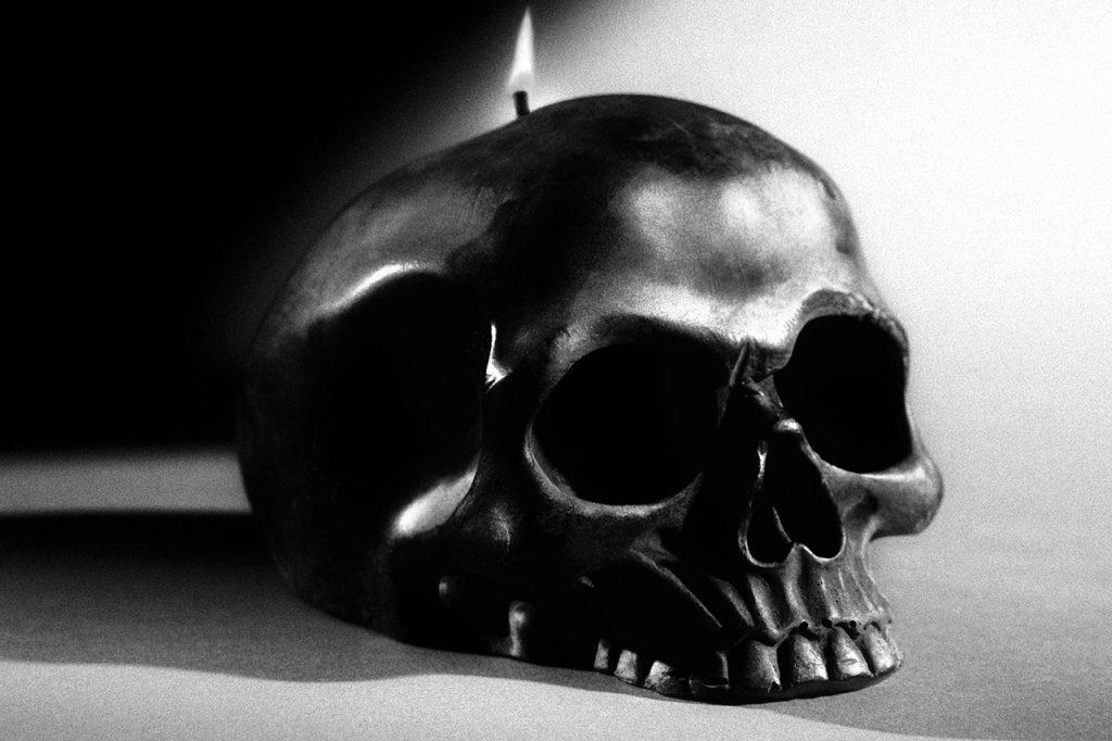 Черепы, магические книги и многое другое: Saint Laurent выпустили коллекцию для Хэллоуина
