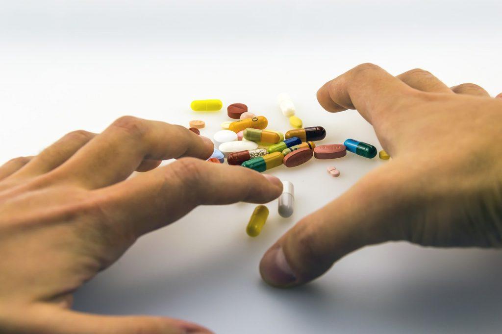 3 лекарства, которые опасно принимать перед сном, о чём не все знают