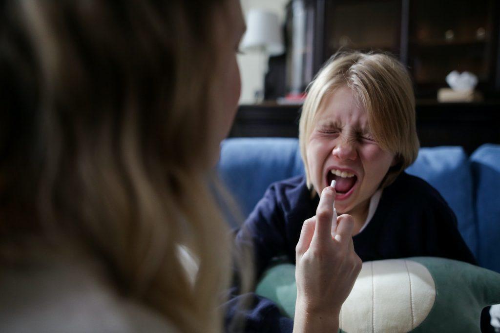 Нужно ли кормить ребенка в первый день ОРВИ: отвечает доктор Комаровский