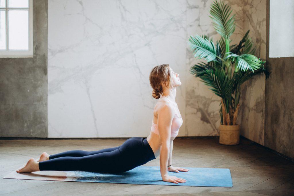3 эффективных упражнения из пилатеса для похудения, которые вы можете выполнять дома