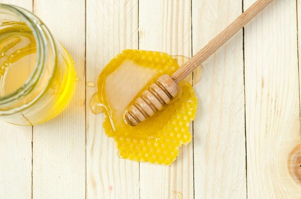 Простые способы определить, натуральный ли мед или поддельный