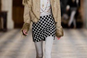 Chanel презентовали новую коллекцию одежды в французском замке
