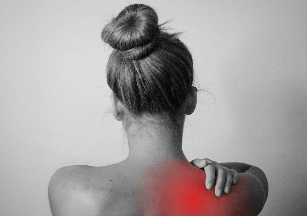 30-секундное упражнение, которое избавит от зажатости «замороженные плечи»