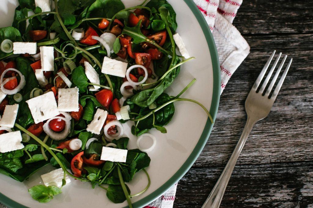 Рецепт новогоднего салата с гранатом и сыром, который не удвоит, а уменьшит вашу талию
