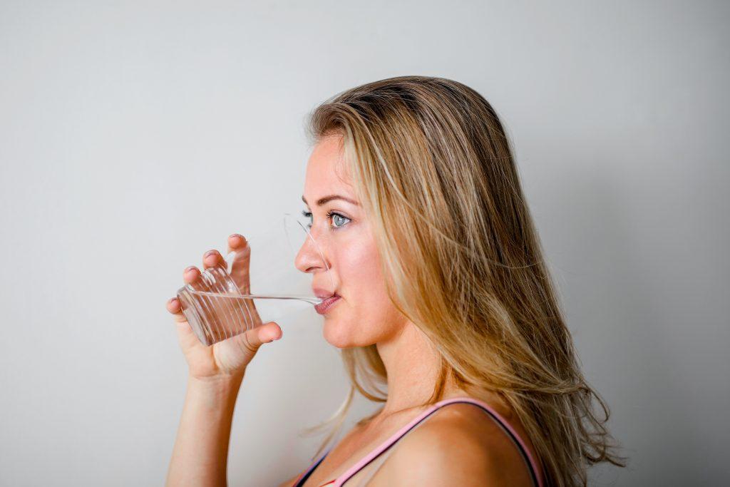 Питьё тёплой воды со следующим ингредиентом натощак упрощает похудение