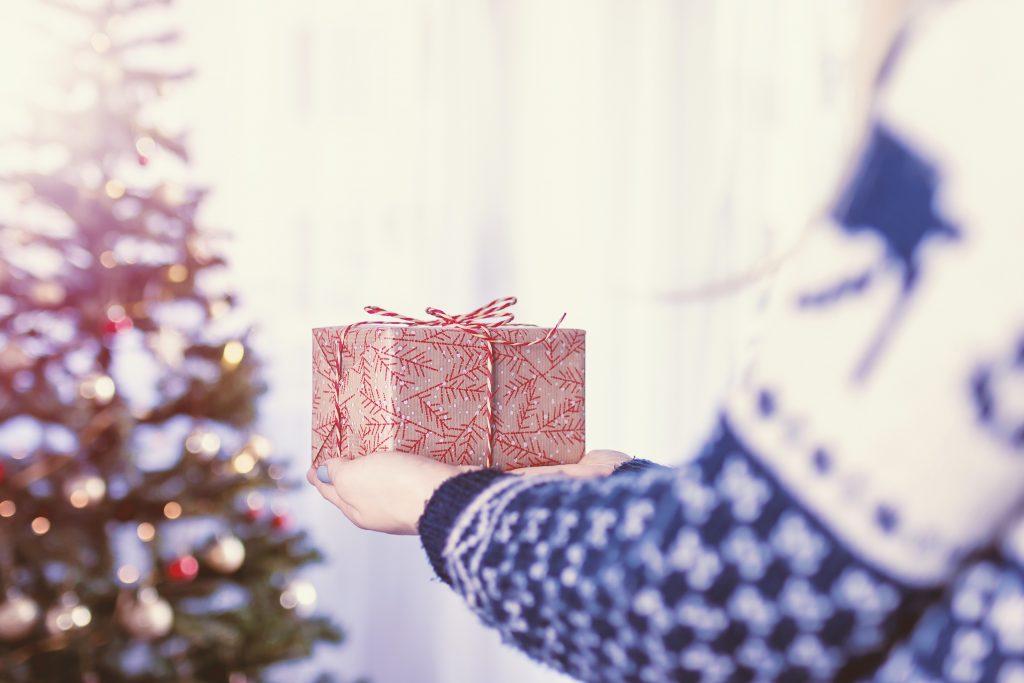 Что подарить на Новый год 2021 близким: идеи подарков «в последнюю минуту»