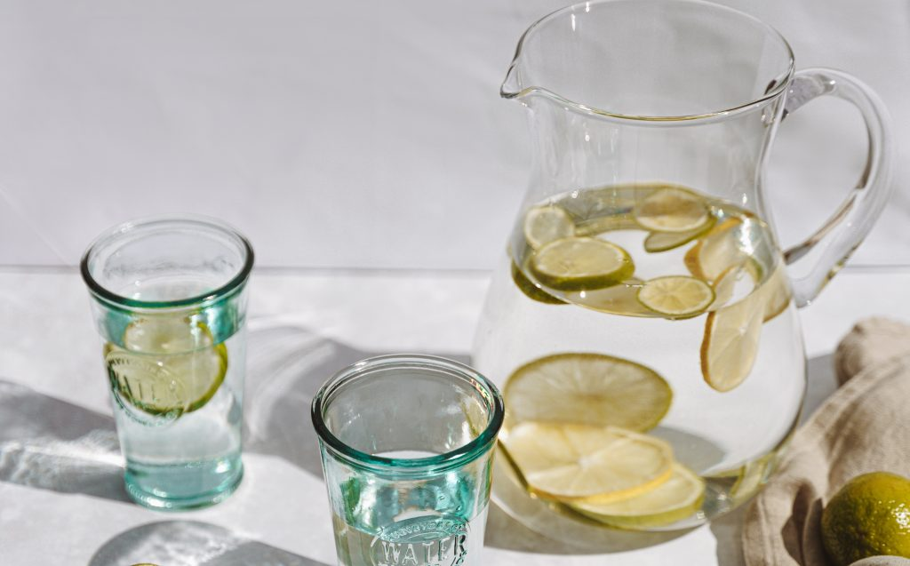 Натуральные напитки, которые следует пить натощак для похудения