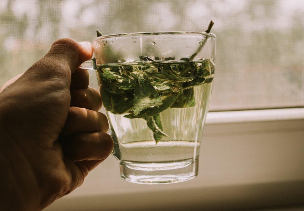 3 напитка, которые помогут оставить проблему вздутия живота в прошлом