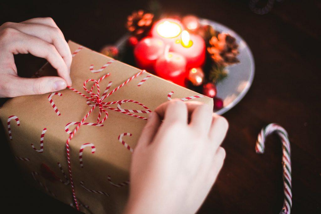 Подарок мужчине на Новый год 2021: идеи, о которых вы не задумывались