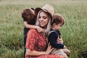 Психотерапевт назвал 3 фразы, которые родителям пора перестать говорить своим детям