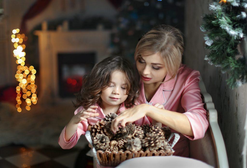 Идеи новогодних и рождественских традиций, которые поднимут настроение вашим детям