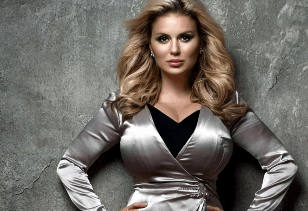 Анна Семенович призналась, что носит нарощенные волосы