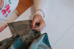 Экоколлекция: Levi's создали аксессуары из старых джинс