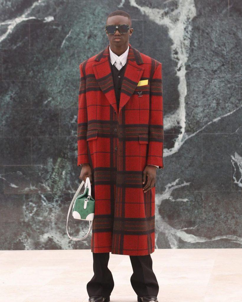 Сумки-самолеты, мех и путешествия: Louis Vuitton показали мужскую коллекцию