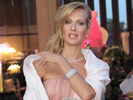 Олеся Судзиловска показала окровавленное лицо