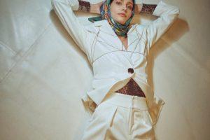 Женственность и уют: как носить платок зимой и выглядеть стильно