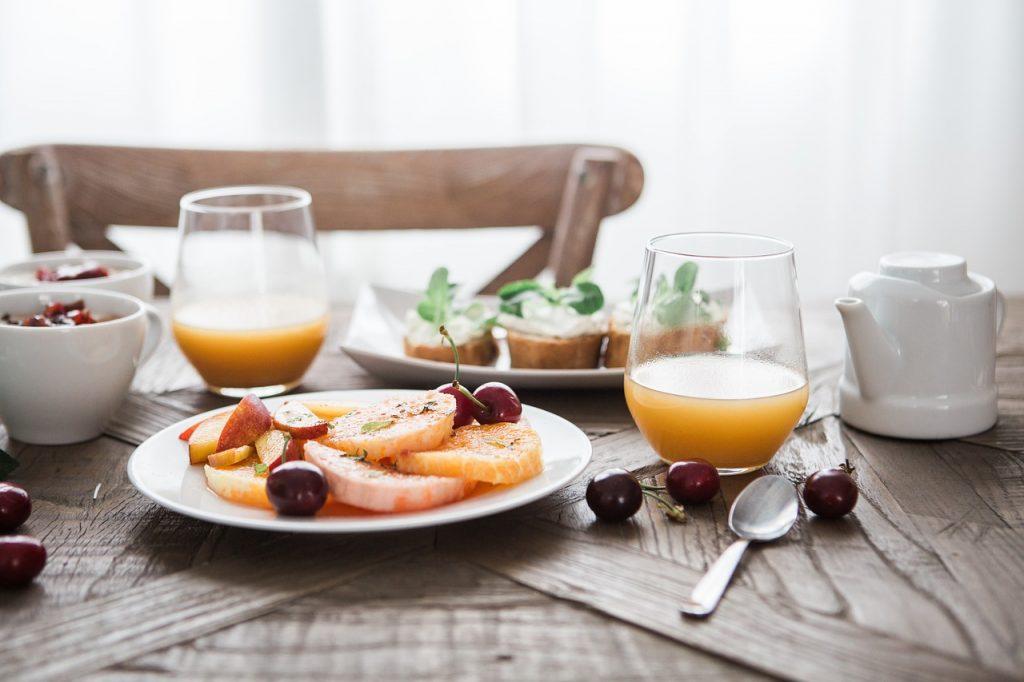 Названо лучшее время, в которое следует есть завтрак каждому человеку