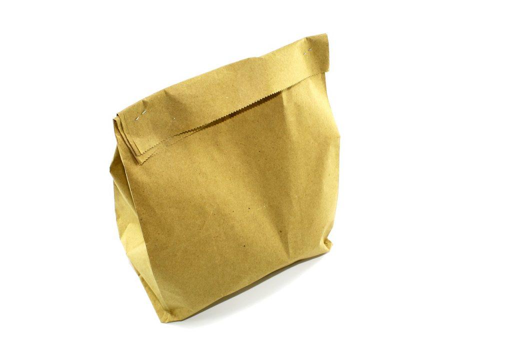 Как правильно дышать в бумажный пакет при приступе паники, чтобы стало легче