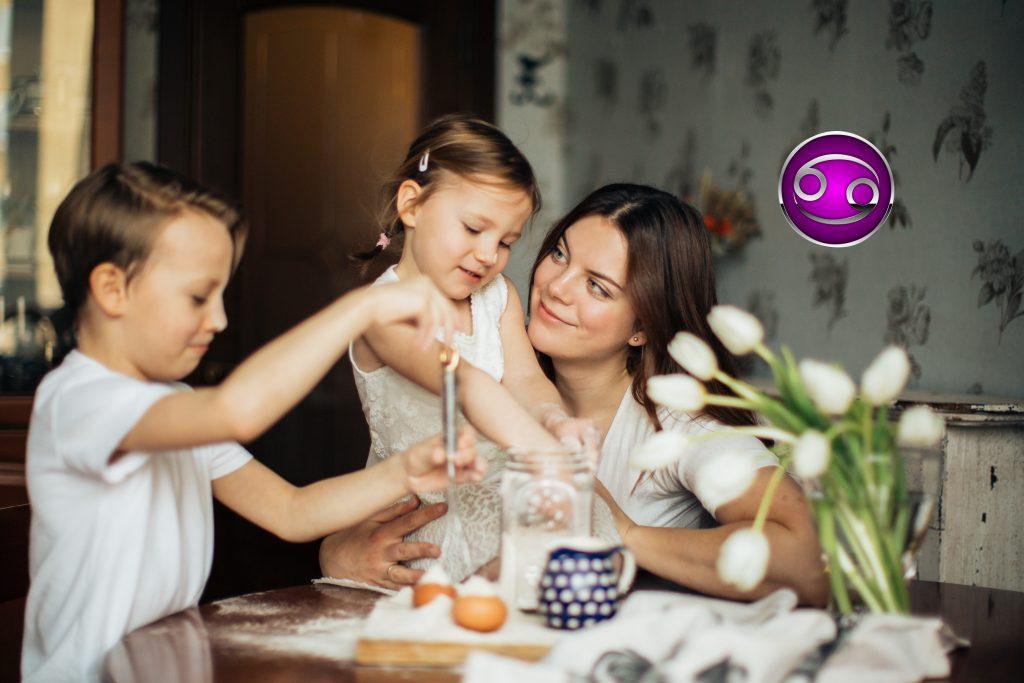 Требовательная или мягкая: какая вы мать, согласно вашему знаку Зодиака?