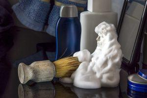 Удалить пятна с ковра и 3 другие полезные вещи, которые можно сделать с пенкой для бритья