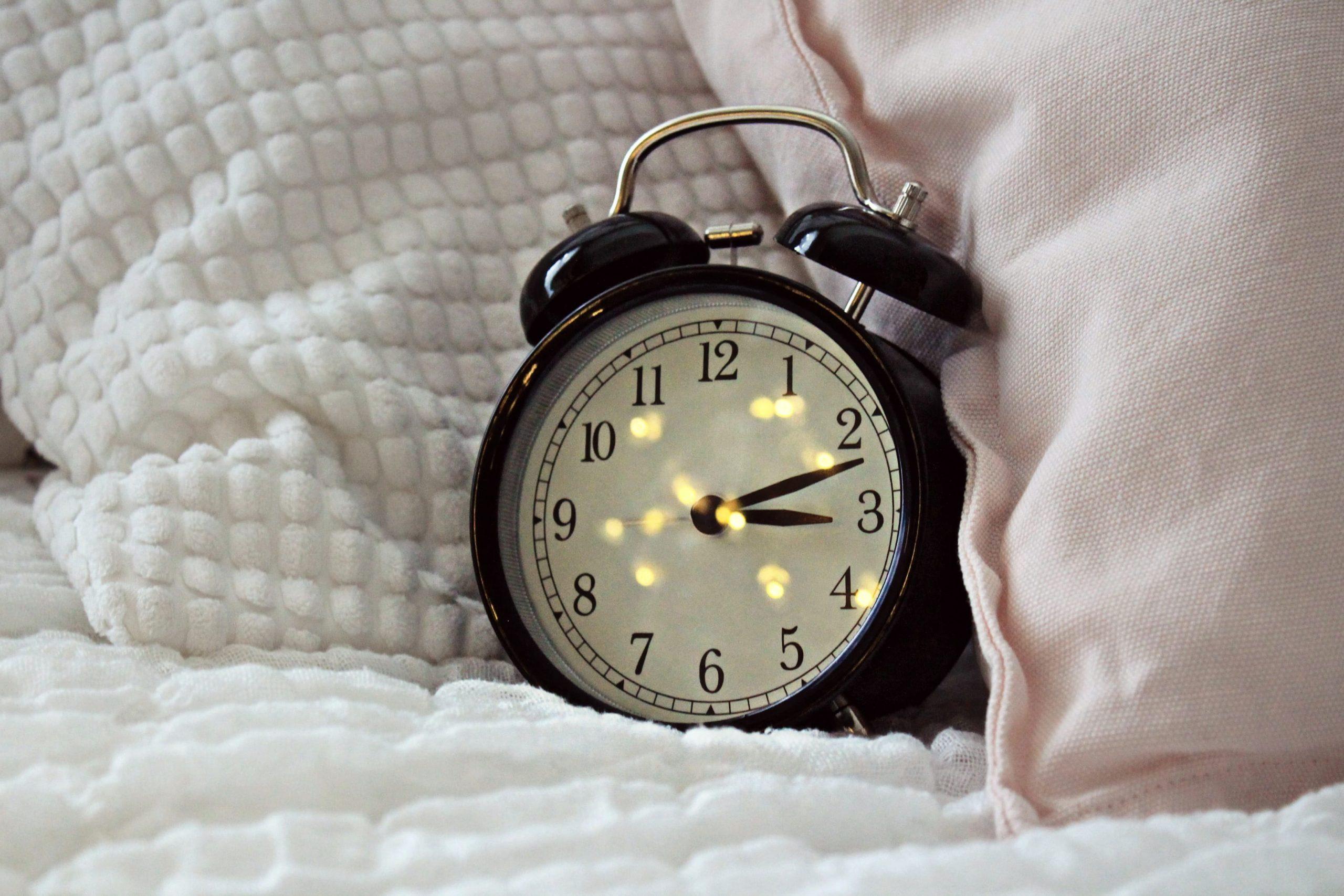 Что на самом деле означает, что вы просыпаетесь в 3 часа почти каждую ночь