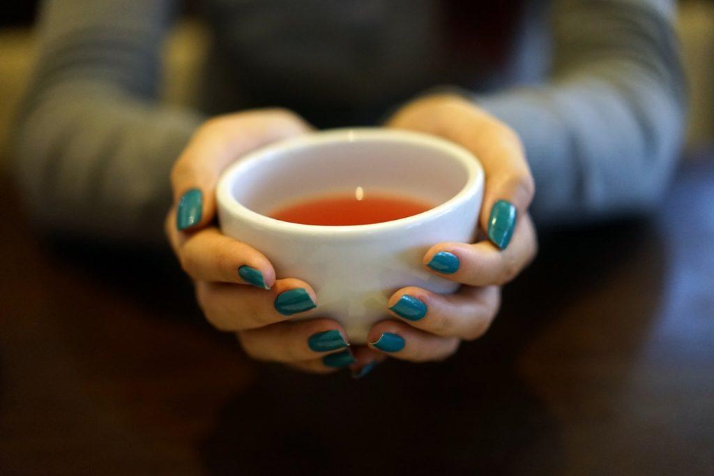 Натуральный чай из 3 ингредиентов, который избавит вас от газов и вздутия живота
