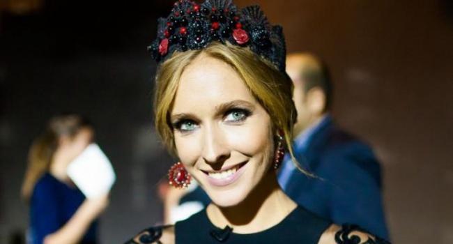 Новое платье Кати Осадчей уже второй день подряд обсуждают в Сети