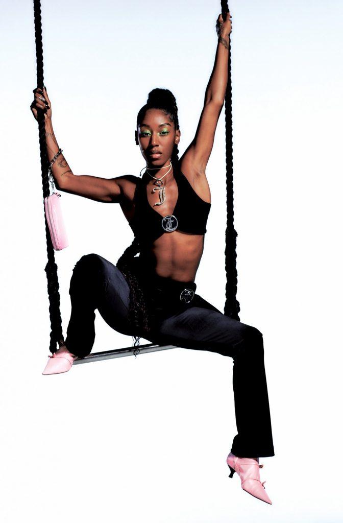Возвращение в 2000-х и велюровых костюмов: смотрите в кампейне от Juicy Couture