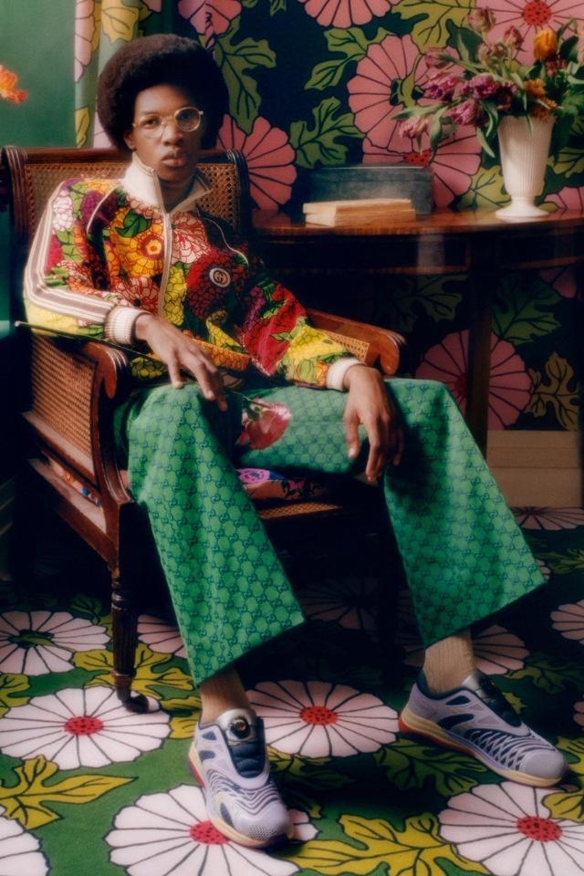 Цветы и яркие оттенки: Gucci посвятили новый запуск покойному модельеру