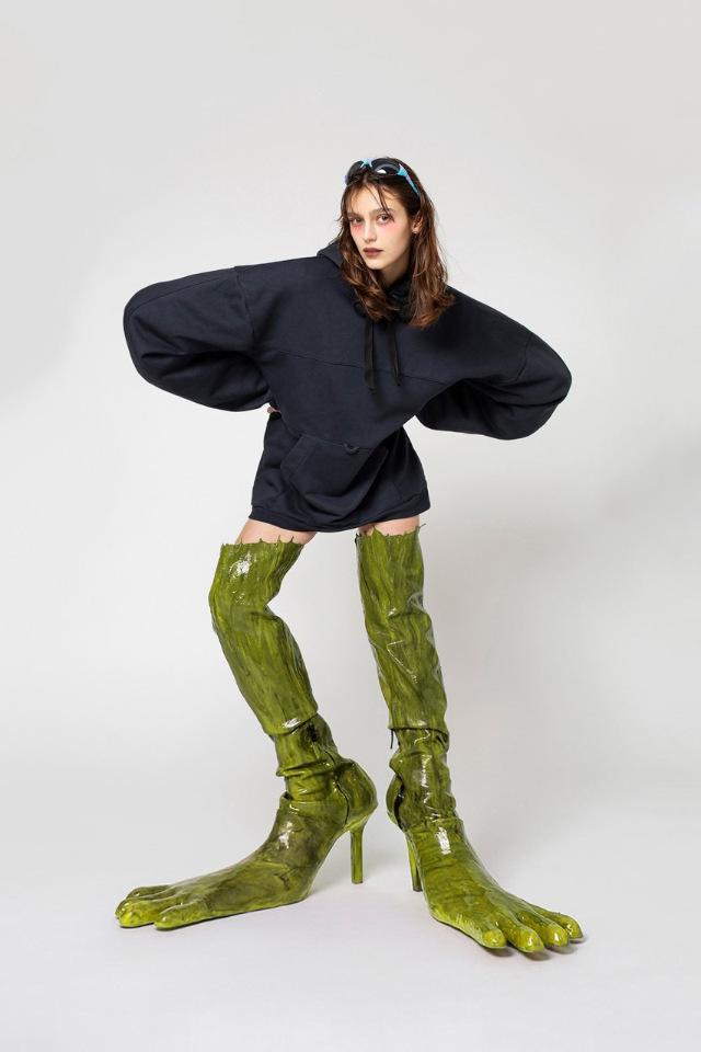 Бренд AVAVAV ворует мусор для создания креативных ботинок-монстров