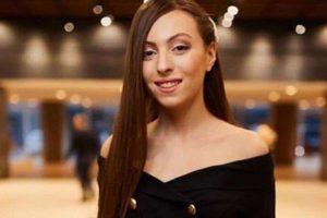 Маша Полякова перекрасила волосы в яркий цвет