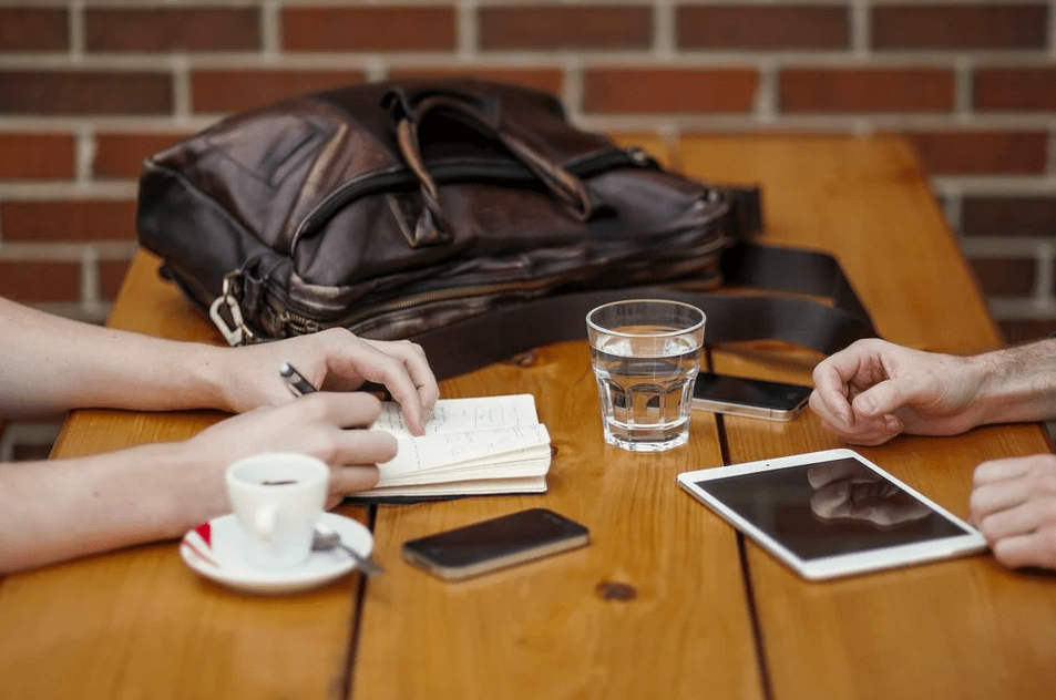 Противоположности: как интроверту и экстраверту удачно работать вместе