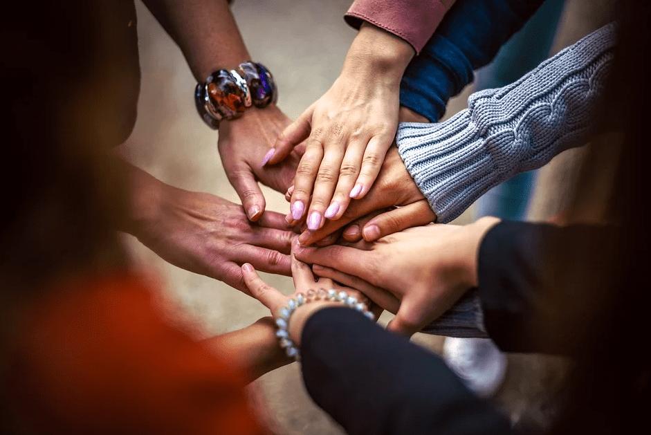 Как стать душой коллектива: 3 действенных и простых совета