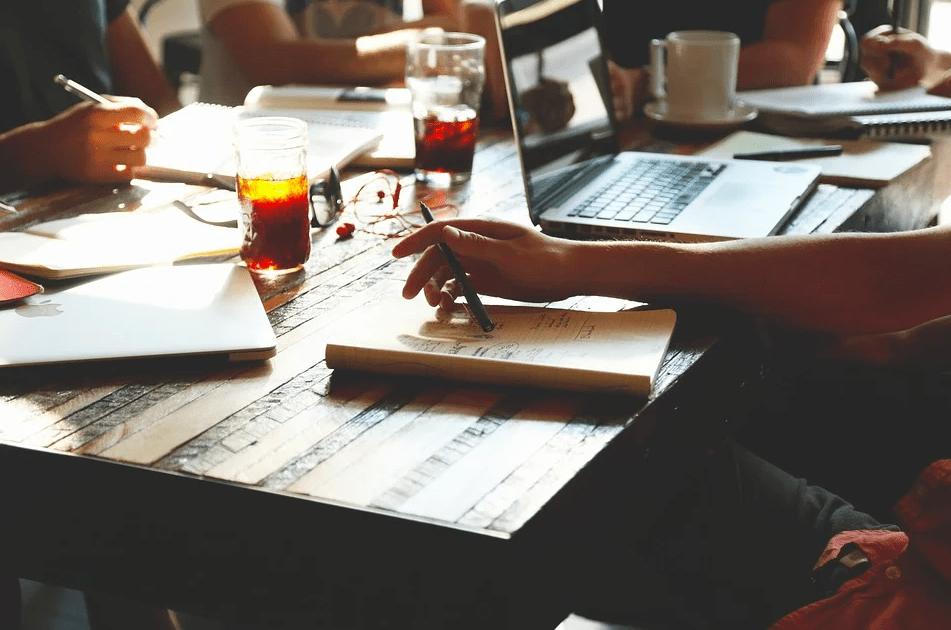 Как завоевать уважение коллектива: 3 способа, которые стоит попробовать