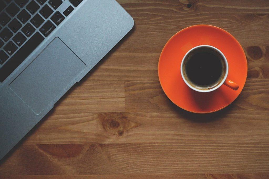 Один ингредиент в утреннем кофе, который может вызвать проблемы со здоровьем и весом