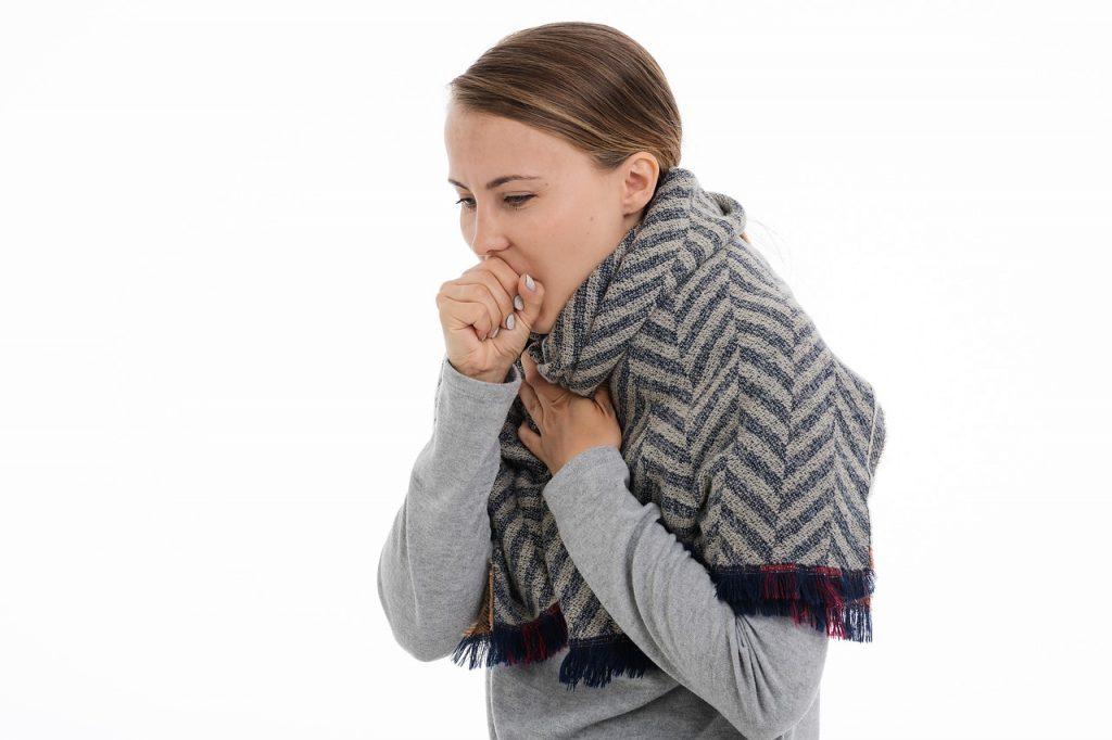 Какой тип кашля указывает на COVID-19 и что нужно знать о данном симптоме