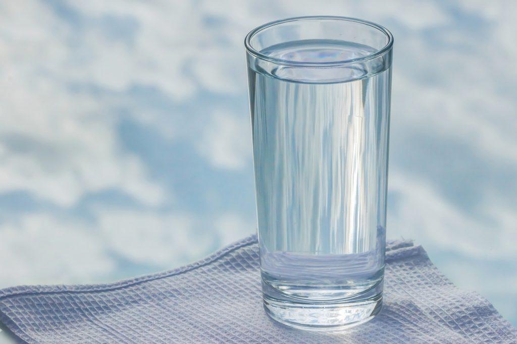 Сколько воды в день нужно пить каждому человеку на самом деле