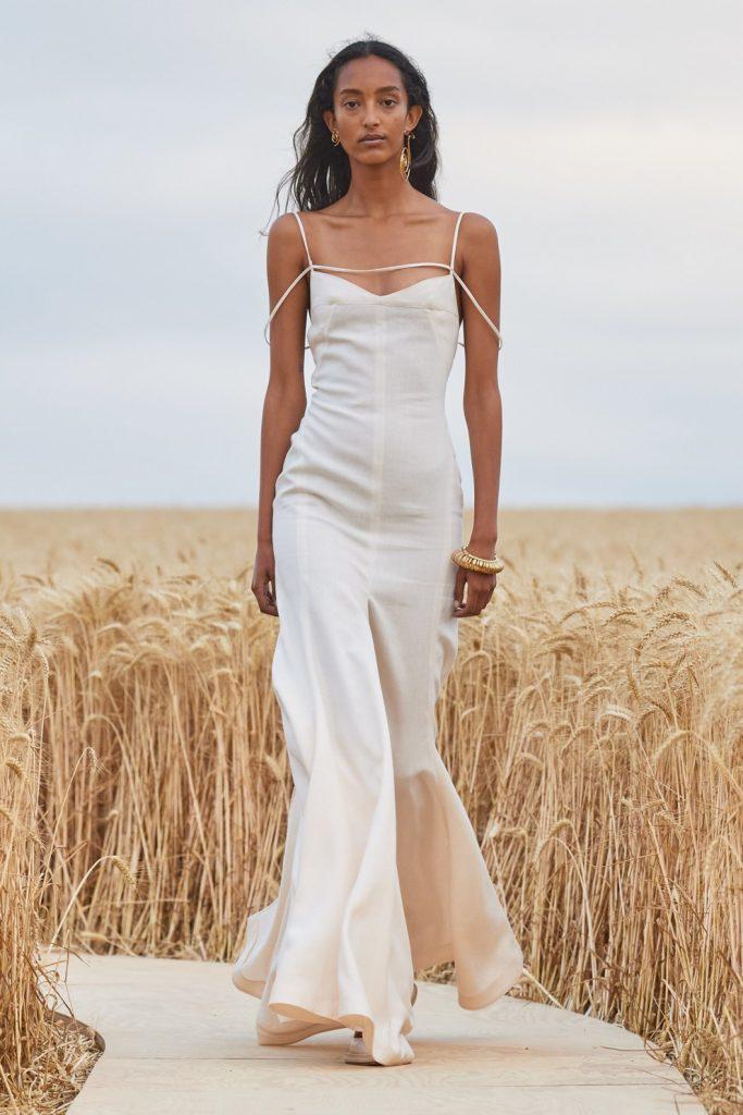 Для любительниц выделяться из толпы: 4 лучшие модели платьев на весну 2021 года