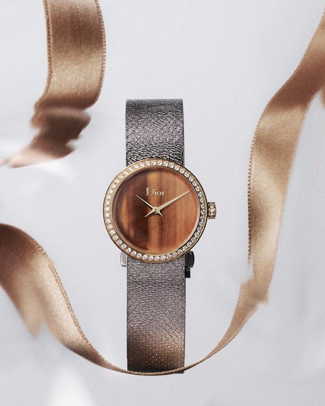Перламутр и драгоценные камни: Dior показали новую модель женских часов