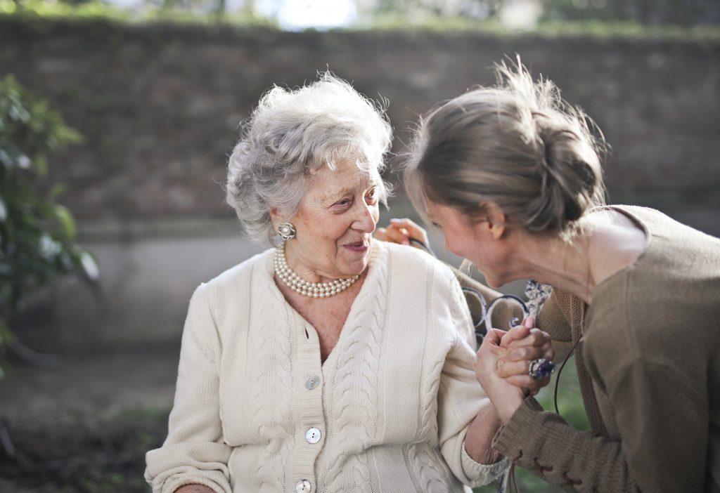 Симптом COVID-19, который пожилые могут не заметить, что ставит под угрозу их жизнь