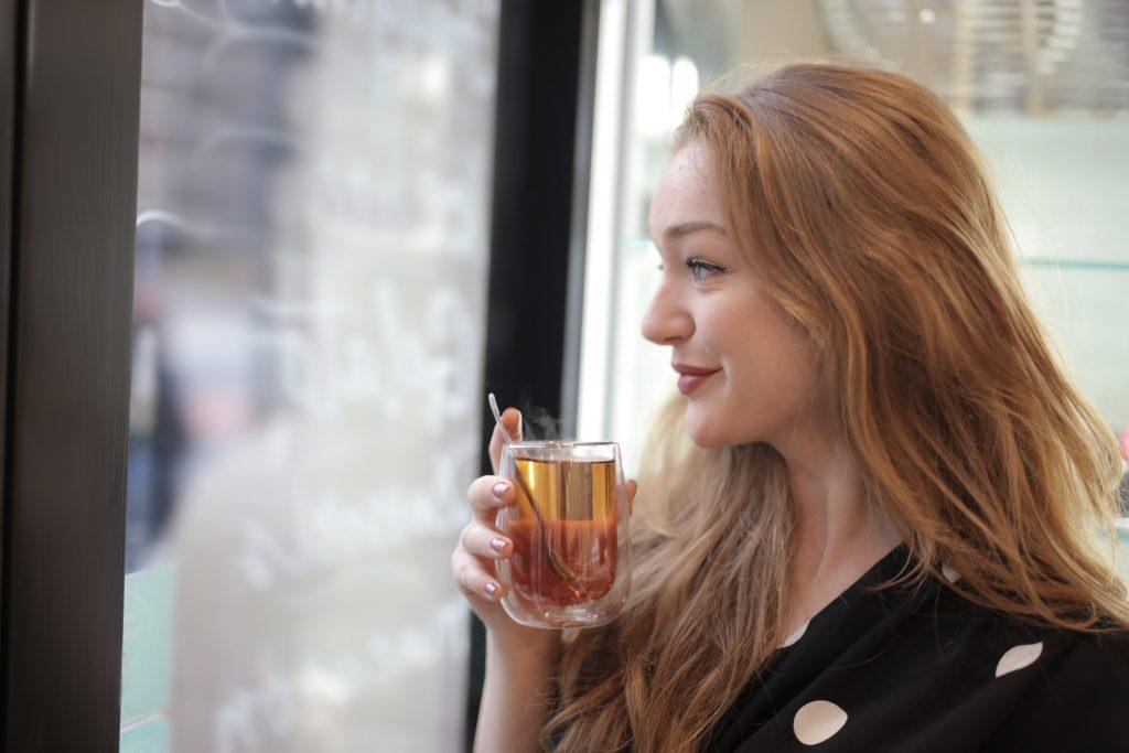 Врач-натуропат раскрыл секрет напитка, который расправится с вашей головной болью
