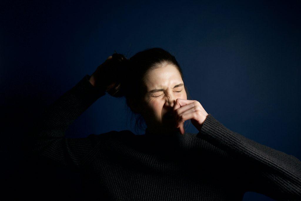 Почему вы должны дважды подумать, прежде чем сдерживать чихание