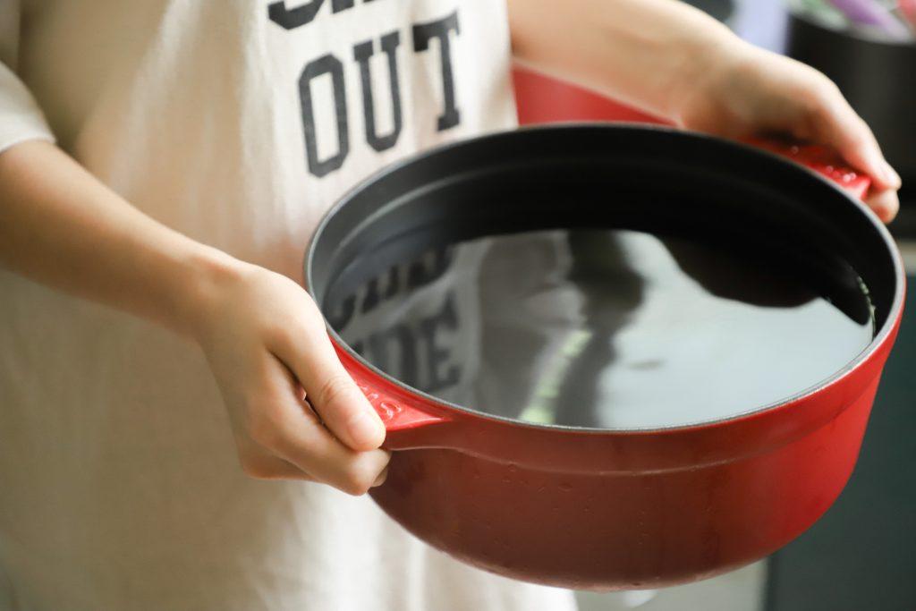 Не спешите выливать: 5 умных способов использовать воду из-под макарон