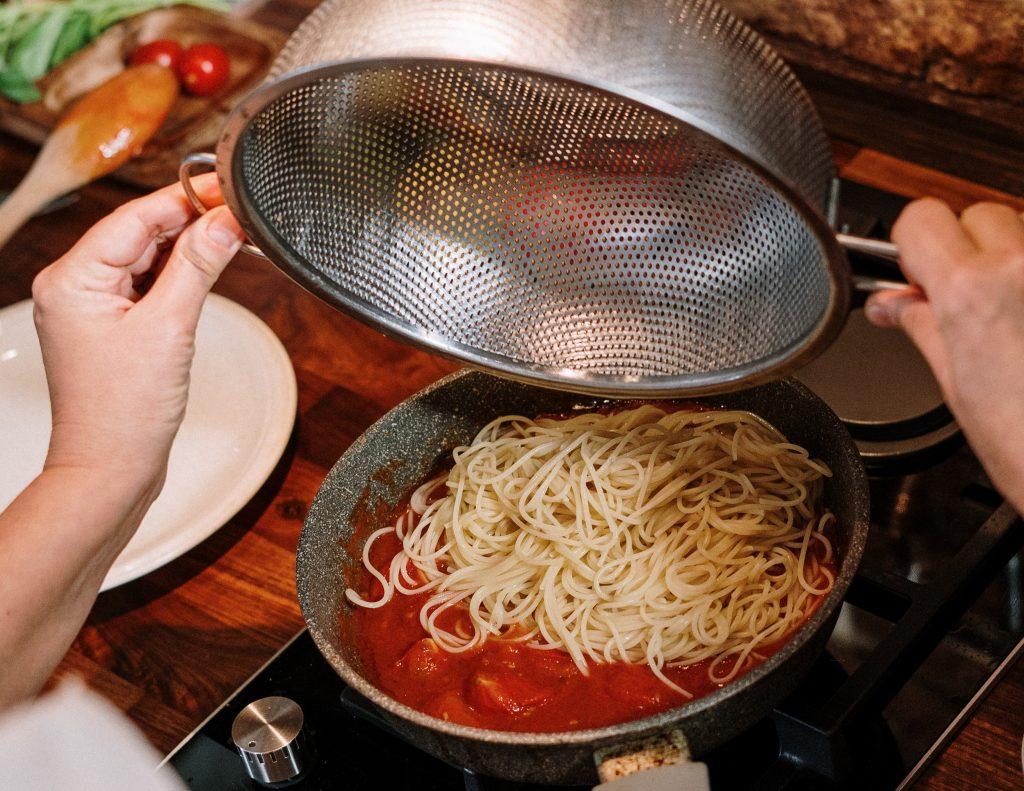 Что добавить в соус, чтобы макароны и паста стали ещё вкуснее