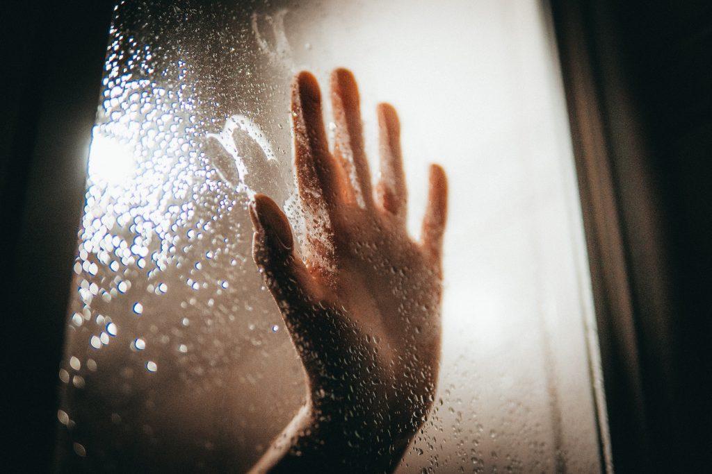 Время, когда не стоит принимать душ, если не хотите, чтобы болел живот