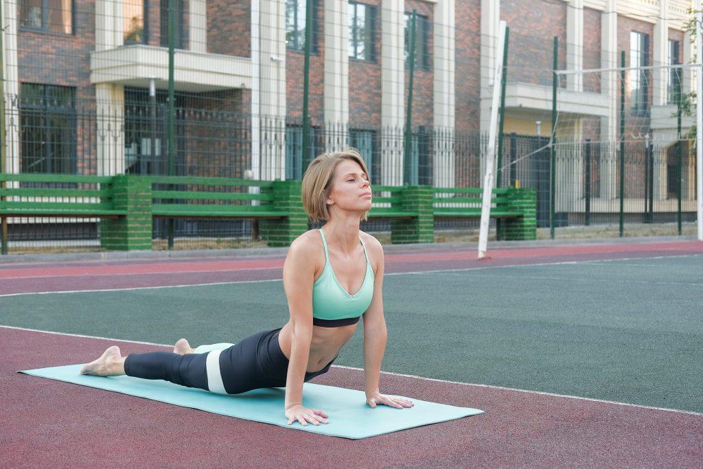 30-секундное упражнение для плеч и спины, которое принесёт пользу и осанке