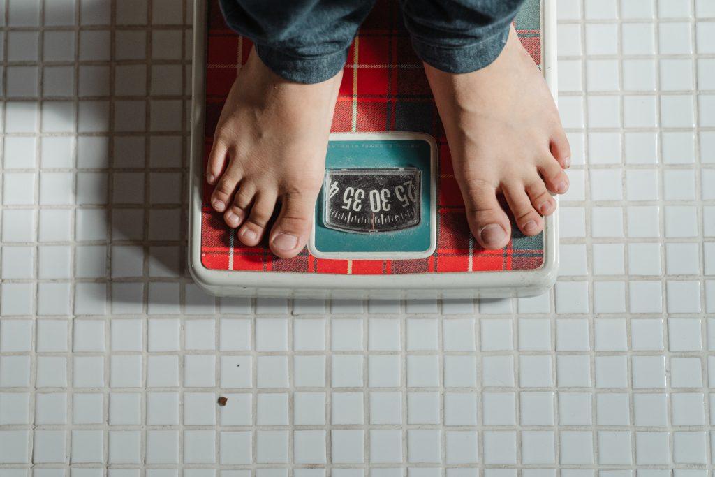 4 общих фактора, которые влияют на потерю веса человека любого возраста