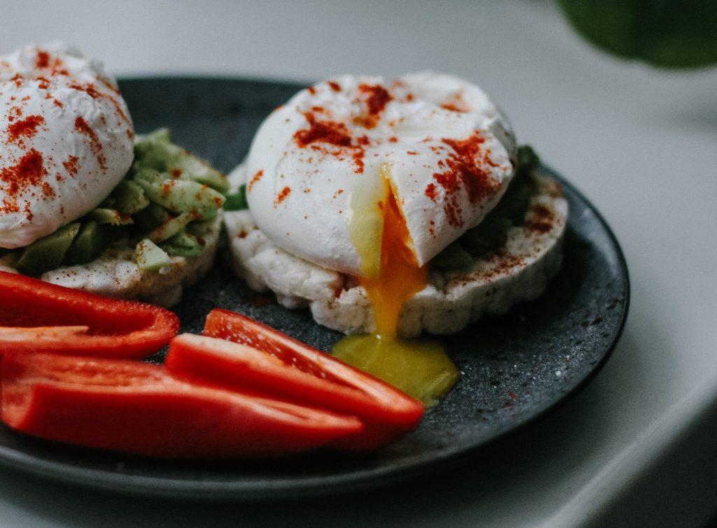 Секретный способ приготовить вкусные яйца-пашот всего за 60 секунд