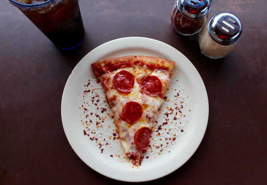 Способ №1, как разогреть остатки пиццы, чтобы она стала вкусной, как в первый раз